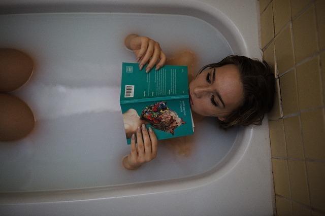 乳白色の入浴剤を使用したイメージができる画像