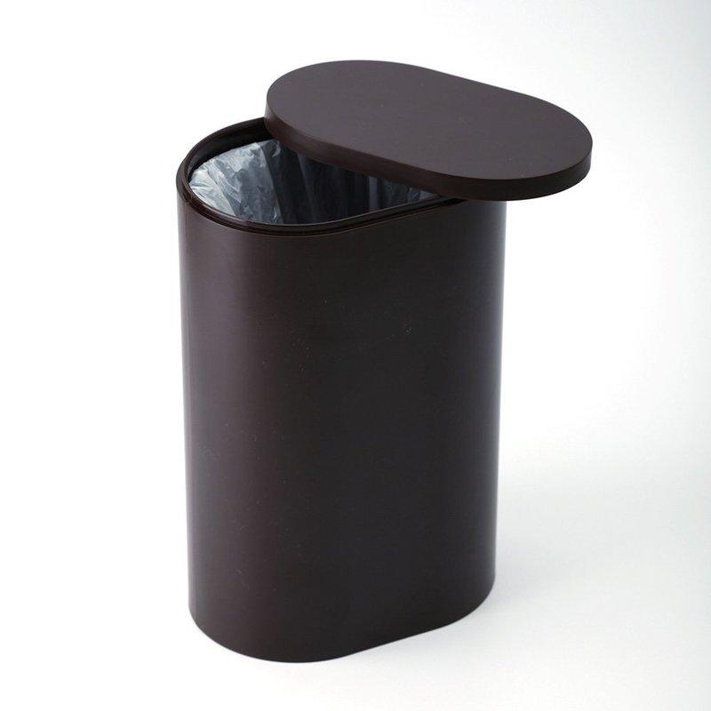内箱付きサニタリーボックスにゴミ袋を取り付け、ゴミ袋が外から見えずスッキリとしていることが分かる画像