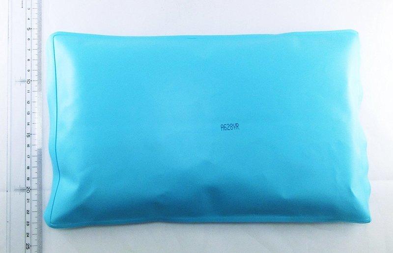 アイス枕のサイズ感を伝える画像