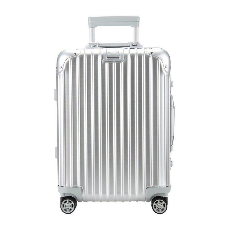 アルミ製スーツケースのサイズの違いを説明する画像