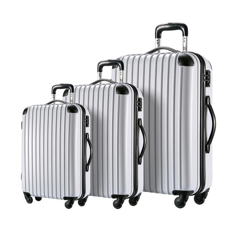 大小サイズの異なるスーツケースの画像