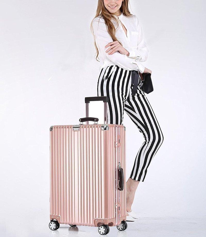 おしゃれなスーツケースの画像