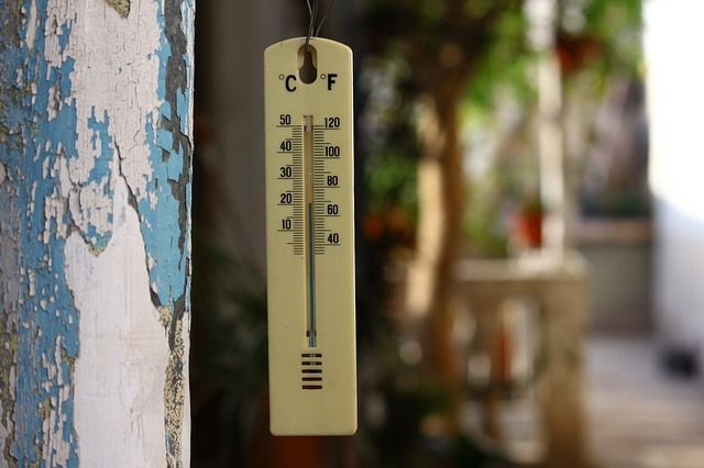 ヘアアイロンの温度を連想させる画像