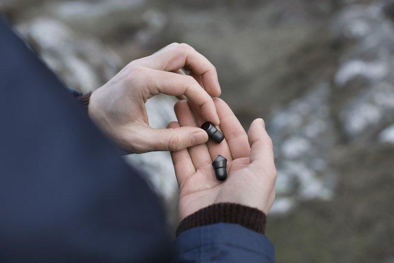 手のひらに収まるコンパクトな完全ワイヤレスイヤホン