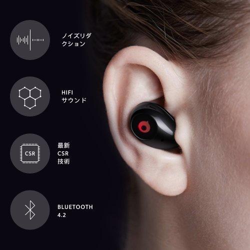耳にしっかりと装着された完全ワイヤレスイヤホン