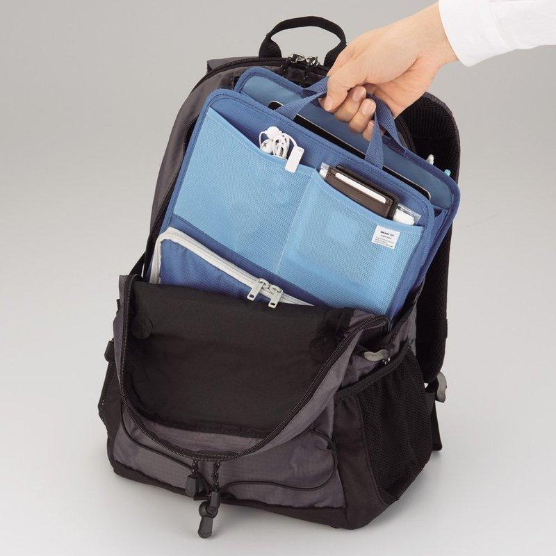 持ちやすいハンドルが付いたバッグインバッグ