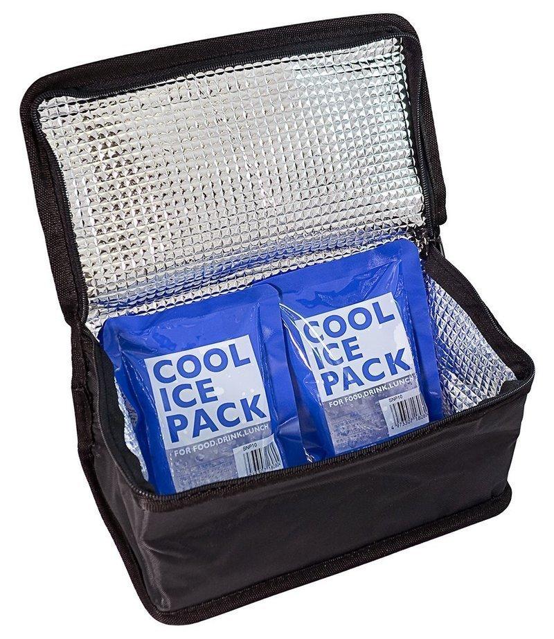 保冷剤を入れたクーラーボックス