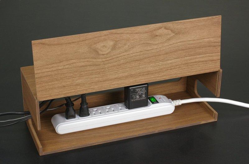 電源タップが綺麗に収納できるケーブルボックス