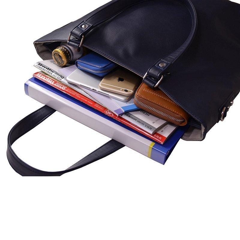 書類や飲料などを収納したトートバッグ
