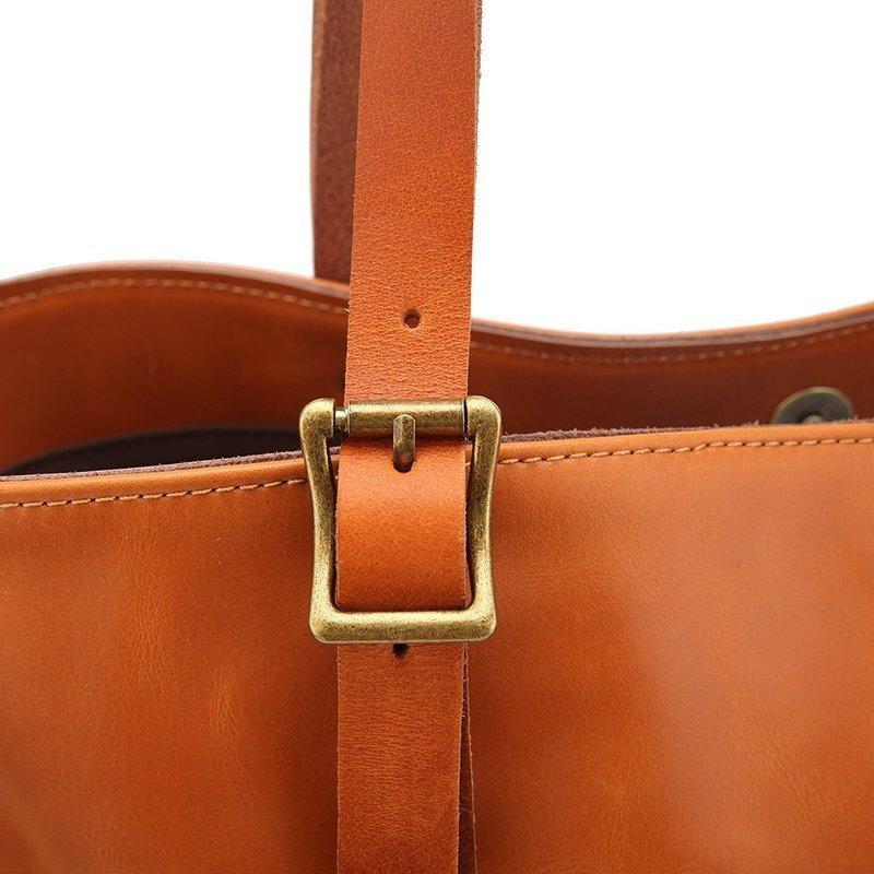 革製トートバッグの持ち手部分