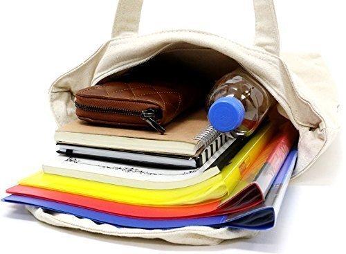 書類やファイルなどを収納しているトートバッグ
