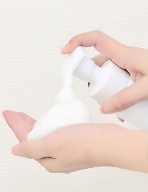 泡タイプ洗顔料の使用イメージ画像
