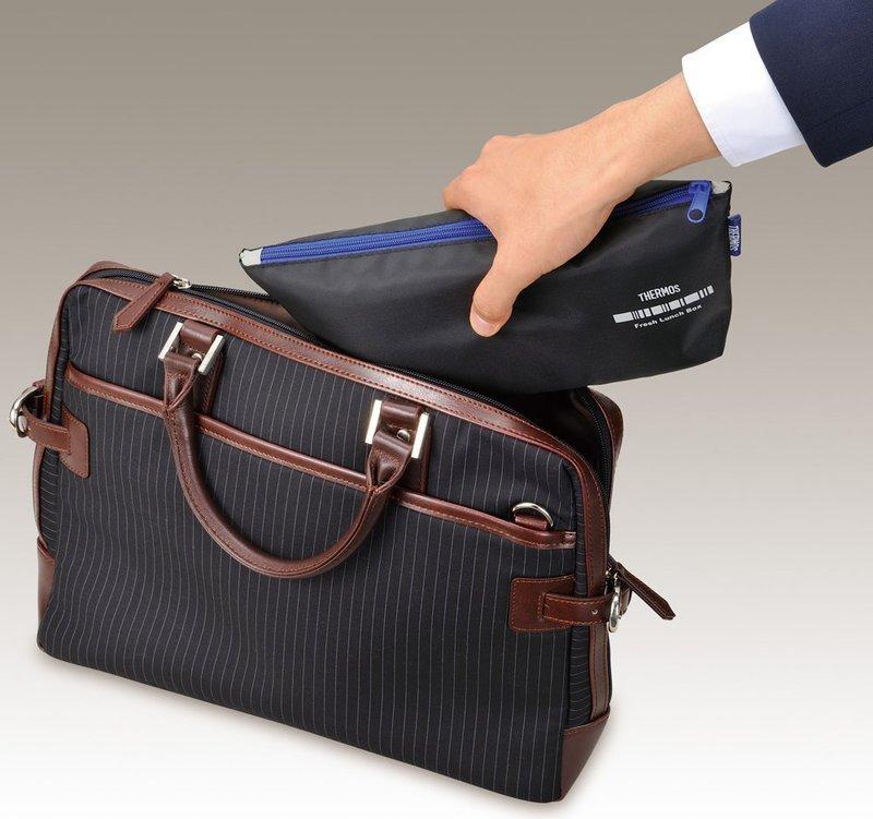 ビジネスバッグにスッキリ収まるスリムな弁当箱