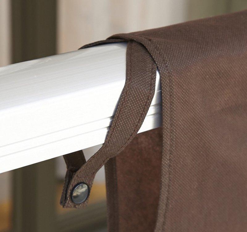 ボタンでベランダの手すりにしっかり固定できる布団干しシート