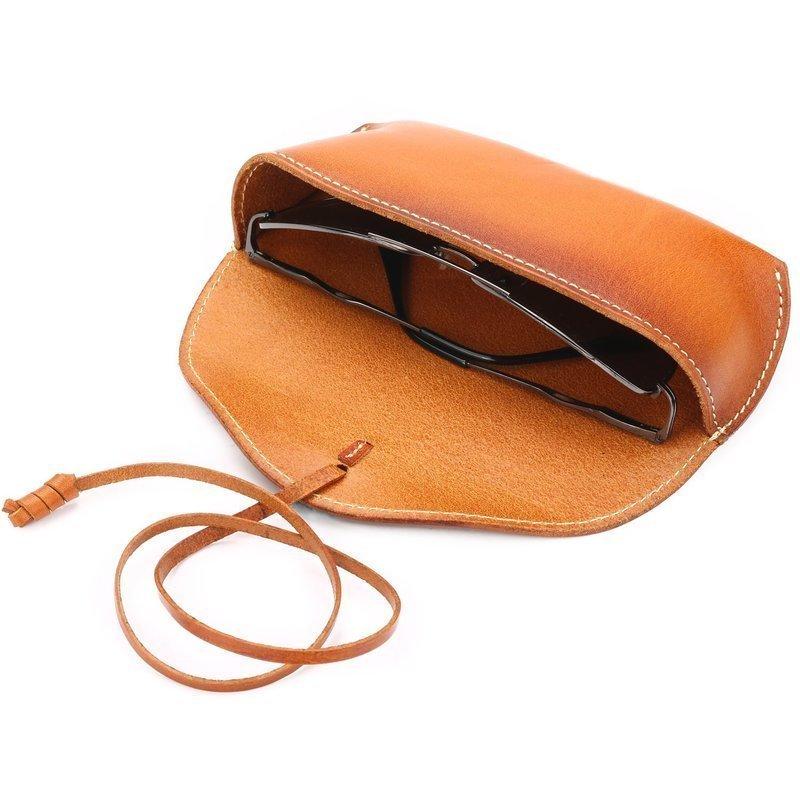 メガネにぴったりサイズな革製メガネケース
