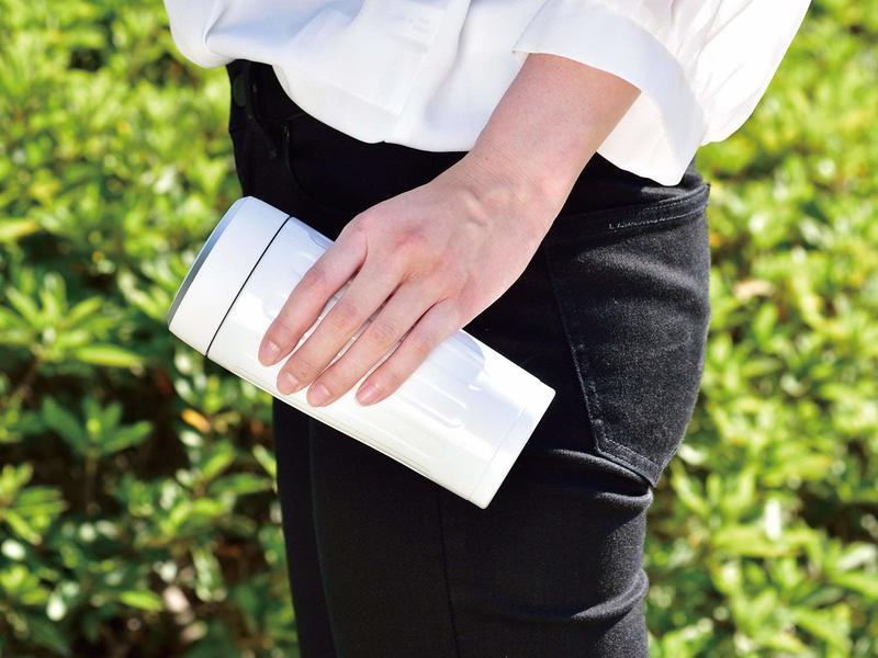 片手でも簡単に持てる軽量タイプの水筒